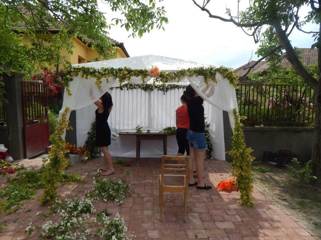 Készül a sátor